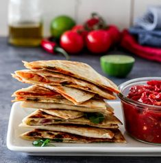 QUESADILLAS MED CHEDDAR & TOMATSALSA | TRINES MATBLOGG Cheddar, Tacos, Food And Drink, Mexican, Quesadillas, Ethnic Recipes, Foods, Food Food, Cheddar Cheese