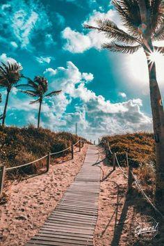 South Beach, Miami by - Summer Vibes South Beach Miami, Miami Florida, Florida Keys, Beautiful Places, Beautiful Pictures, Beautiful Beach, Pictures Of The Beach, Pretty Beach, Beautiful Scenery