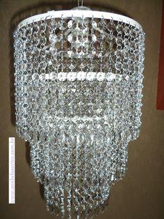 Lustre Lisboa  Ficha Técnica  Pedras: Cristal de Acrílico Translucido  Base: inox branco  Altura total: 74cm  Regulável: Sim  Diâmetro: 25cm  Peso: 1,3 Kg  Bocal: E12  Tensão: 110 /220V  Qtd lâmpada: 1 (não inclusa)  Lustre artesanal