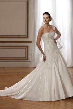 Bodenlanges sexy Brautkleid mit Applike mit Schleier