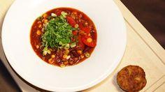 Das leckere Rezept für Chili con Carne mit Hackfleisch, Kidneybohnen, Mais und Rotwein aus der Sendung Rosins Restaurants zum Selberkochen