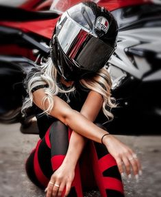 Lady Biker, Biker Girl, Womens Motorcycle Helmets, Motorcycle Girls, Girls On Motorcycles, Triumph Motorcycles, Custom Motorcycles, Biker Photoshoot, Bike Couple
