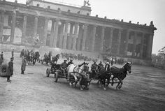 Russian soldiers in front of the Reichstag