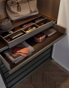 Best DRESSING ROOM INTERIOR Design for inspiration ideas organization of large and small dressing room, decor, design, details, luxury Walk In Wardrobe, Bedroom Wardrobe, Wardrobe Design, Walk In Closet, Wardrobe Storage, Closet Storage, Wardrobe Drawers, Dressing Room Closet, Dressing Rooms