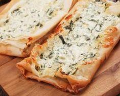 Quiches-navettes d'épinards et camembert en pâte filo minceur : http://www.fourchette-et-bikini.fr/recettes/recettes-minceur/quiches-navettes-depinards-et-camembert-en-pate-filo-minceur.html