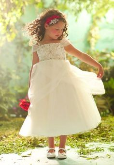 Flower girls dressed