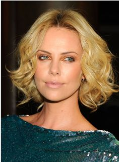 Photo of Charlize Theron: American Cinematheque Sexy for fans of Charlize Theron. Charlize Theron Hair, Charlize Theron Photos, Hairstyles For Fat Faces, Pretty Hairstyles, Hairstyle Ideas, Bob Hairstyles, Atomic Blonde, Actrices Hollywood, Long Faces