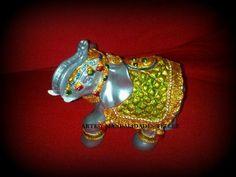 Un precioso elefante decorado con varias tecnicas, por una de nuestras amigas...