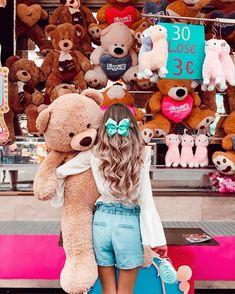 must take disney photo ideas with friends Huge Teddy Bears, Giant Teddy Bear, Big Teddy, Teddy Girl, Cute Girl Wallpaper, Bear Wallpaper, Stylish Photo Pose, Teddy Bear Pictures, Pics For Dp