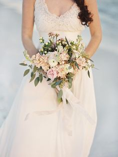 Romantic beach wedding inspiration | Photo by Jennifer Pharr Photography | Read more - http://www.100layercake.com/blog/?p=77292 #bridal #bouquet #beach