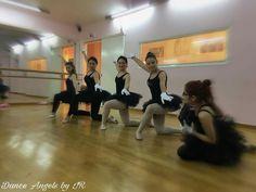 Οι πρόβες έχουν ήδη ξεκινήσει! Λευκά γάντια... Μαύρη τιτι... Τα κορίτσια μαλώνουν την απρόσεκτη φίλη τους! #rehearsal #danceangelsbyirinirossolatou #irinirossolatou #ballet