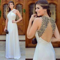 {Longo bege poderoso} ❤️ By @lilybelleoficial O que é esse bordado nas costas?? • #parainspirar #finaldeano #blogtrendalert PH: @ricardomilani