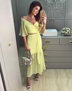 "5,406 curtidas, 22 comentários - Ariane Cânovas (@arianecanovas) no Instagram: ""💛 Look @melovemodas Tecido leve e fluido para os dias quentes! Duas peças coringas para usar e…"" Grey Prom Dress, Dress Up, Honeymoon Outfits, Skirt And Top Set, Evening Outfits, Fabulous Dresses, Spring Street Style, Skirt Outfits, Vintage Dresses"