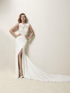 Drenina: Vestido de novia sirena seductor de crepe con apertura lateral y un precioso cuerpo en chantilly, hilo bordado y pedrería - Pronovias