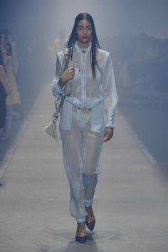 Hugo Berlin - Spring Summer 2019 Ready-To-Wear - Shows - Vogue. Fashion Week, Fashion Show, Fashion Outfits, Womens Fashion, Vogue Paris, Vogue Russia, Mannequins, Winter Collection, Hugo Boss