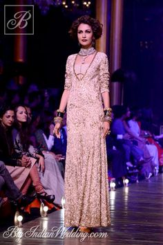 DSC 8366 Runway : Sabyasachis grand finale at Lakme Fashion Week 2013 Sabyasachi Lakme Fashion Week Winter Festive 2013 Oriental Fashion, Asian Fashion, Oriental Style, Pakistani Outfits, Indian Outfits, Bridal Dress Stores, Fairytale Gown, Desi Clothes, Indian Clothes