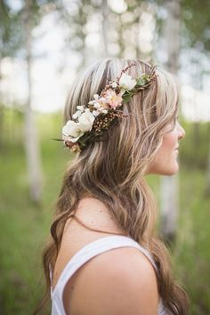Curly Willow crown + asymmetrical cluster to compliment textures and tones in bouquet