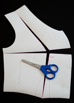 small bust adjustment (SBA) for pattern without sideward bustdart,but with just an underbust-waist dart! FABULOUS Tutorial!(but the pics are great, so you don't need to understand the text)