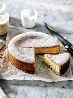 lemon and vanilla ricotta cheesecake from donna hay food photography food styling Beaux Desserts, Just Desserts, Delicious Desserts, Yummy Food, Think Food, Love Food, Cupcakes, Cupcake Cakes, Kitchen Boss