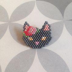 Très joli modèle petit chat de @pauline_eline ! ❤️ #2 cadeaux home made pour Noel. #motifpauline_eline #broche #chat #bijoux #jenfiledesperlesetjassume #miyuki #cat #cadeau #noel #christmas #mignonnerie