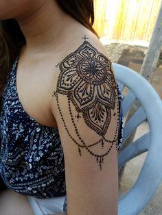 Beautiful henna @hennabyeizelle