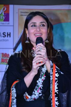 The lead actors of Gori Tere Pyaar Mein, Imran Khan and Kareena Kapoor were seen promoting their film at R City mall, Mumbai. Bollywood Celebrities, Bollywood Fashion, Bollywood Actress, Kareena Kapoor Pics, Cute Muslim Couples, Casual Suit, True Beauty, Bridal Style, Makeup Looks