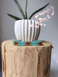 Handgeweven kralenarmbandje/Loom beaded bracelet door Suusjabeads op Etsy Bohemian Bracelets, Bohemian Jewelry, Jewelry Bracelets, Ecommerce Shop, Boho Hippie, Handmade Shop, Loom, Invitations, Board