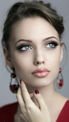 Le Soleil ☀ Rostros Bellos This beautiful model is Angelina Jolie's doppelganger Most Beautiful Faces, Beautiful Lips, Beautiful Nurse, Pretty Eyes, Cool Eyes, Girl Face, Woman Face, Pure Beauty, Beauty Women