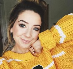 Zoella: I've talked about this mascara A LOT in my videos, but the Maybelline Lash Sensational is by far my . Cute Fashion, Fashion Week, Fashion Blogs, Street Fashion, Zoella Beauty, Zoe Sugg, Celebrity Dads, Woman Crush, Cute Outfits