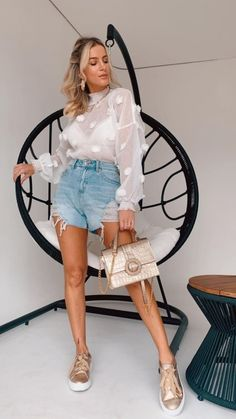 Look Chic, Outfit Posts, Casual Looks, Feminism, Denim Skirt, Me Too Shoes, Ideias Fashion, Fashion Dresses, Street Style