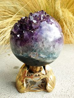 amethyst geode sphere... omg, it's so beautiful!  I would love to uveitis this as a center piece.