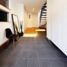SIMPLEさんの、玄関/入り口,IKEA,収納,間接照明,タイル,モノトーン,フェイクグリーン,シンプルモダン,無垢の床,土間,アイアン,無垢,玄関ホール,注文住宅,イームズチェア,シンプルインテリア,鉄骨階段,イナズマ階段,IKEA 鏡 ミラー,3階建て,のお部屋写真