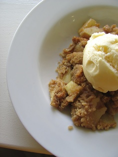 Easy Apple Crisp using just 5 ingredients