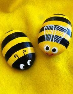 Bumble Bee Nails, Bee Rocks, Wood Yard Art, Stone Painting, Painting Art, Painted Rocks Craft, Rock Painting Designs, Bee Art, Bee Theme