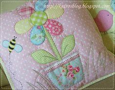 Лоскутные и с вышивкой подушки и одеяла ...handmade by Katroš... Обсуждение на LiveInternet - Российский Сервис Онлайн-Дневников