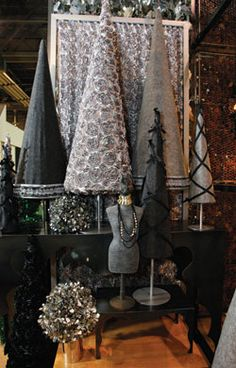 Christmas Window Display Props | ... coordinating black and gray décor props. www.holidayfoliage.com