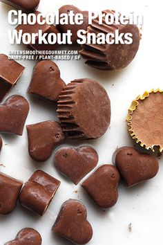 Chocolate protein workout snacks are full of protein from white beans! A terrific energizing snack that is free of dairy, gluten, and refined or processed sweeteners. Healthy Vegan Desserts, Healthy Summer Recipes, Vegan Dessert Recipes, Vegan Sweets, Healthy Smoothies, Whole Food Recipes, Healthy Protein, Vegan Food, Healthy Snacks