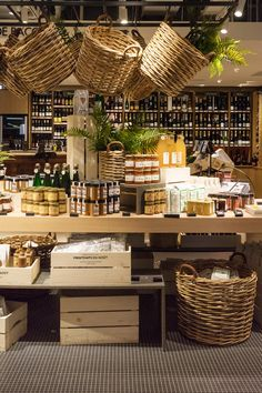 Salt Wind Travel For Food Lovers The Chicest Gourmet Food Store in Paris Right Now printemps paris foodshopping jams jelly parisshopping printempsdugout Gourmet Food Plating, Gourmet Food Store, Gourmet Recipes, Gourmet Foods, Detox Recipes, Recipes Dinner, Dessert Recipes, Healthy Recipes, Supermarket Design