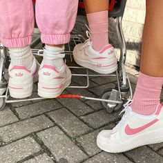 nike socks with air force ones outfit Souliers Nike, Nike Air Force 1 Outfit, Sneaker Store, Aesthetic Shoes, Urban Aesthetic, Fresh Shoes, Simple Shoes, Hype Shoes, Look Vintage