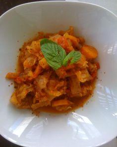 KAPUSKA(atak hariç)    malzemeler:  -çeyrek beyaz lahana  -2 kırmızı biber  -2 havuç  -yarım bardak domates rendesi  -1 yemek kaşığı biber salçası  -1 orta soğan    Küp soğanları öldürdükten sonra domates rendesi ve biber salçasını ekleyip biraz pişirelim.ince doğranmış sebzeleri de ekledikten sonra tuzunu ve sıcak suyunu ekleyip düdüklüde 25dk pişirelim.(yanında protein yemeyi unutmayın)