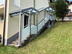 Wir lassen Sie nicht im Regen stehen, mit einer modernen Eingangsüberdachung aus Aluminium und pflegeleichtem Niro Glasgeländer. Aluminium, Modern, Room, Design, Furniture, Home Decor, Summer Garden, Winter Garden, Stainless Steel