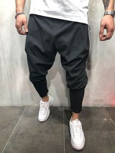 46 Captivating Men Outfits Ideas With Jogger Pants - Mens Joggers Sweatpants, Joggers Outfit, Fashion Joggers, Streetwear Fashion, Cargo Pants Men, Jogger Pants, Moda Formal, Mens Activewear, Street Wear