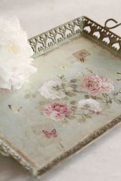 inspiration > Use grandma's old picture frames as trays / aPags