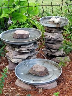 Stone Bird Baths Stone leftover from another project and three galvanized trash can lids become a bird bath grouping!Stone leftover from another project and three galvanized trash can lids become a bird bath grouping! Diy Bird Bath, Bird Bath Garden, Garden Birds, Stone Bird Baths, Butterfly Feeder, Yard Art, Garden Projects, Easy Projects, Backyard Landscaping