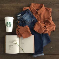 #DiaDasMãesGdoky: Que tal um look com contrastes? A camisa no tom conhaque super feminina com jegging jeans. #Wishlist #Camisa #Jeggingjeans