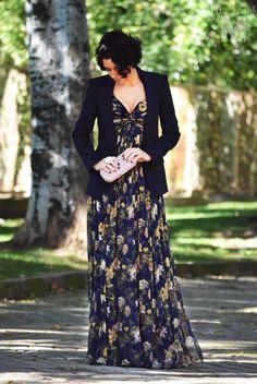 flowered silk dress - blue blazer - studded clutch - floer maxi ring rose pumps /vestido largo flores - americana azul marino - clutch tachuelas - plataformas sandalias rosa palo -  madame magenta