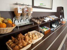 Le buffet de petit déjeuner au Quality Hotel Orléans Centre - Hotel Orléans Centre | Breakfast buffet in Quality Hotel Orléans Centre