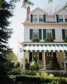 Green shutters and awning Exterior Paint, Interior And Exterior, Exterior Colors, Future House, My House, Farm House, Die Hamptons, Green Shutters, New England Style