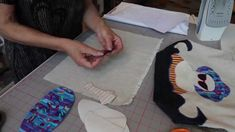 Slik applikerer du med vliesofix Tutorials, Quilts, Sewing, Youtube, Needlework, Quilt Sets, Sew, Log Cabin Quilts, Youtubers