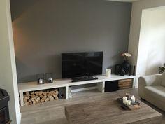 Zelf gemaakt tv meubel. Constructie is van mdf.
